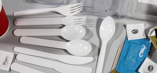 Victoria to ban single-use plastics including straws, cutlery and plates by 2023 – ABC News