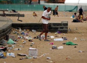 Pollution caused by littered containers